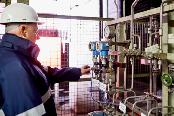 Expert from Endress+hauser in a power plant