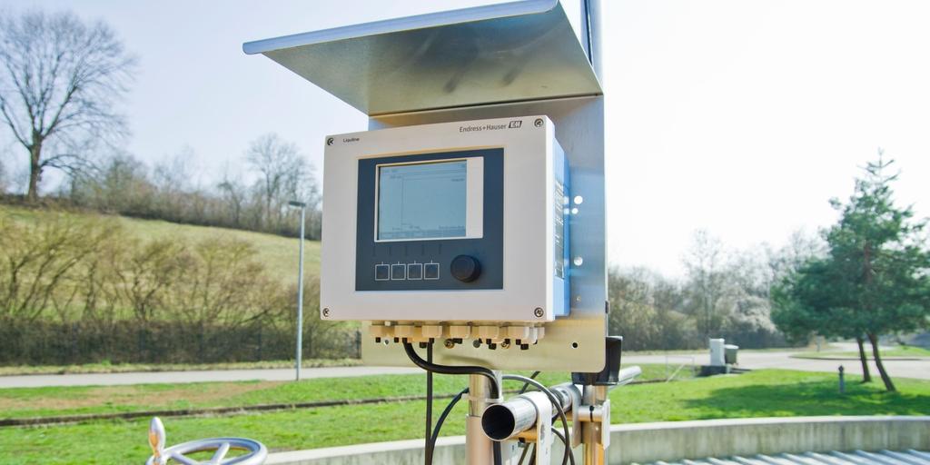 Sludge level sensors and transmitters for sedimentation