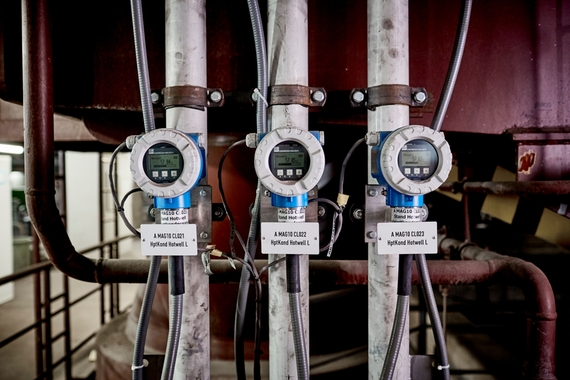 Turbine condenser hot well level measurement