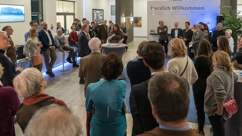 "Impressions of the art exhibition ""Malerei Dr. Phil. Magdalena Willems-Pisarek"""